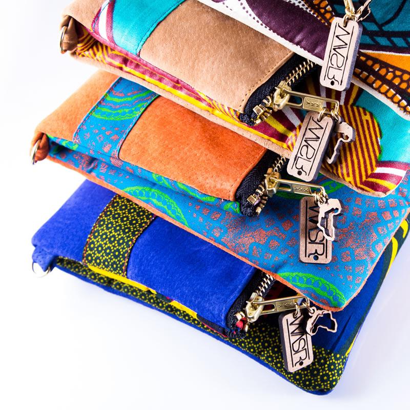 Les sacs d Elise sont fabriqués en édition limitée au Cap et confectionnés  avec des tissus africains (wax, shweshwe, kenté…etc.). Leur mode de  production ... f96950ae0b5